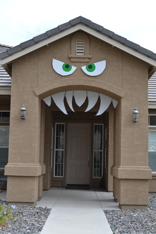 HOUSE: Monster porch {Halloween decorations} - Really Awesome Costumes