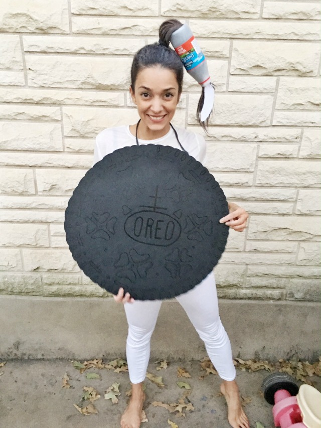 DIY-Oreo-Costume-and-crazy-milk-hair
