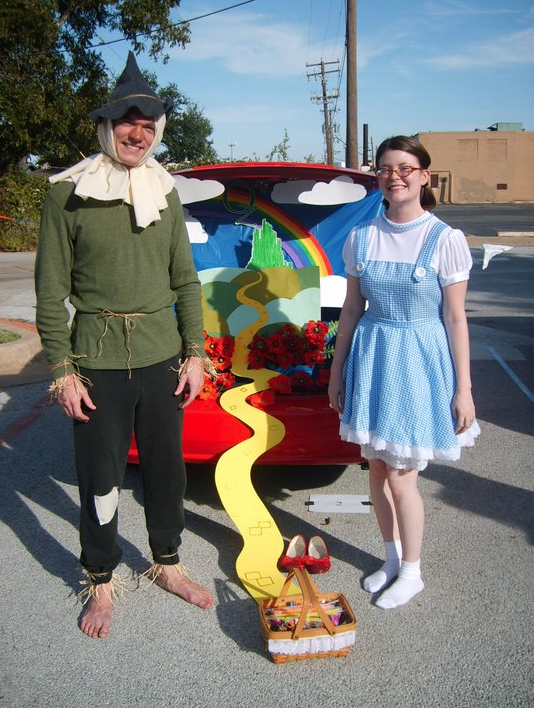 DIY Dorothy and Scarecrow costumes